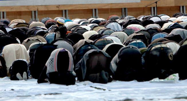 PÅ OSS ALLE: – Et angrep på Europa er et angrep på europeiske muslimer, skriver Hamza Ansari.