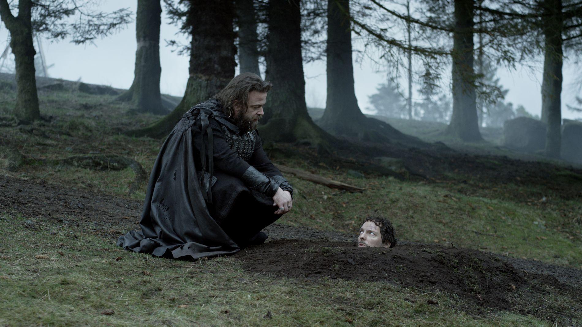 Kåre Conradi og Trond Fausa Aurvåg spiller to av hovedrollene i komiserien Vikingane, som spilles inn på Avaldsnes i disse dager.