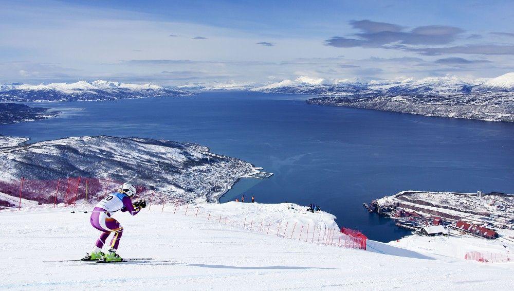 STORSLÅTT: Utsikten fra alpinanlegget i Narvik.