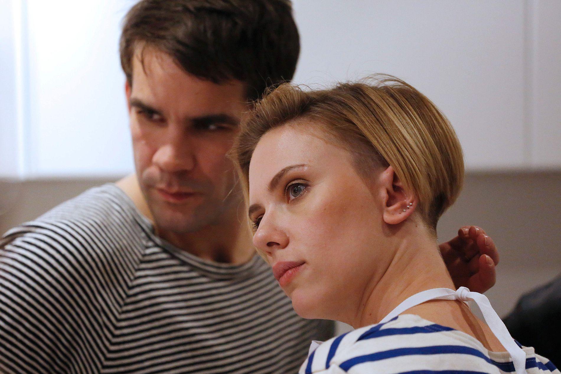 GÅR FRA HVERANDRE: Scarlett Johansson og reklamemannen Romain Dauriac