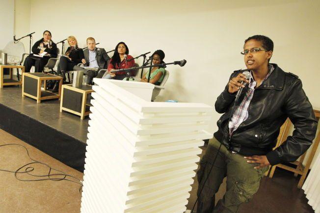 NEKTER Å GI OPP TALERSTOLEN; Den somaliske forfatteren og samfunnsdebattanten Amal Aden - her på et møte om kvinneundertrykking i innvandrermiljøene i 2011.