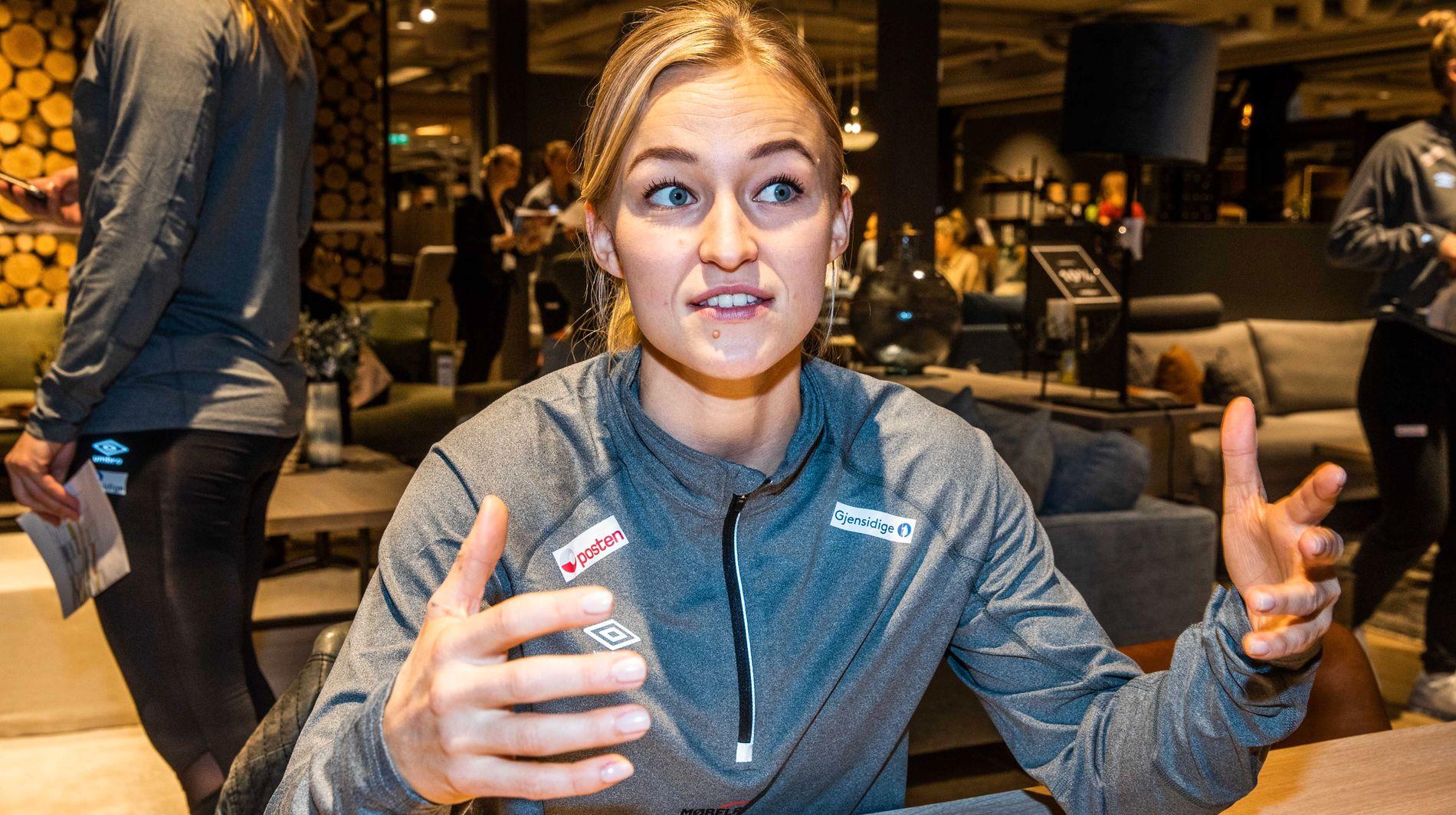 SLITENT LÅR: Stine Bredal Oftedal var bare på banen ved et straffekast mot Ungarn. Et sliten lår har plaget og stresset henne i nesten tre uker.