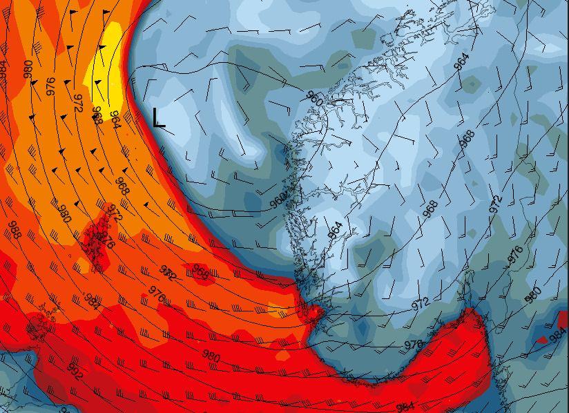 ADVENT-STORMEN: Slik ser vindprognosene ut sent torsdag kveld, med opptil full storm inn mot Rogaland. Legg også merke til den svært kraftige vinden inn Skagerrak og mot Ytre Oslofjord.