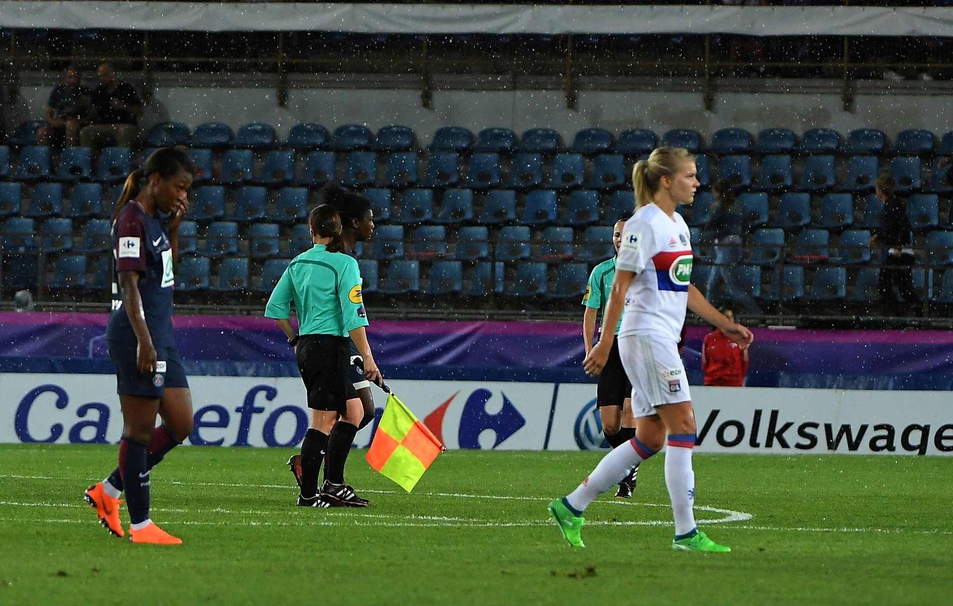 GIKK AV: Etter en snau time ble Ada Heberberg og de to lagene sendt i garderoben i den franske cupfinalen.