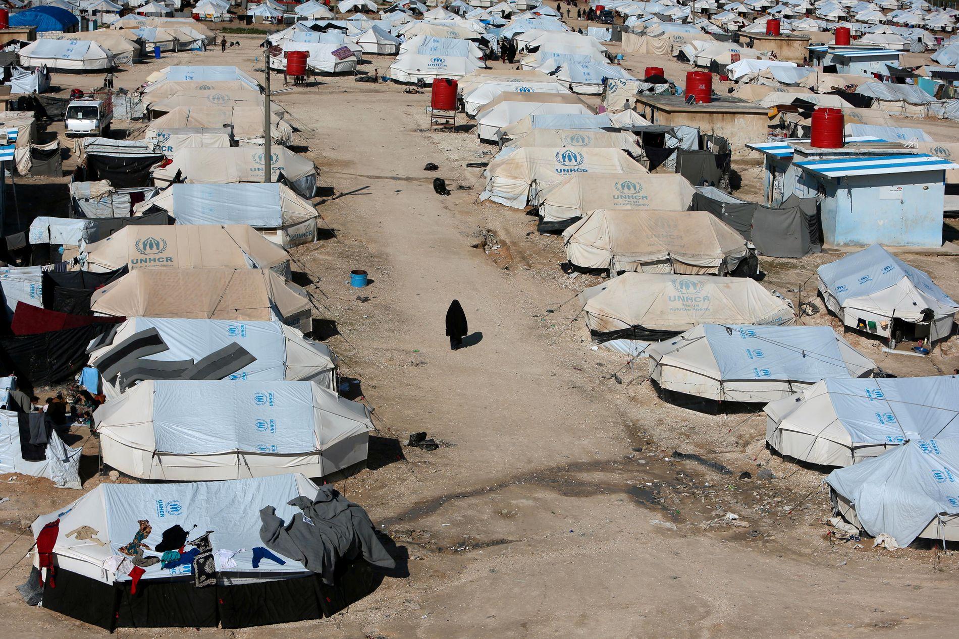 FRA HELE VERDEN: Kvinner og barn fra hele verden befinner seg nå i al Hol-leiren. Deres fremtid er usikker.