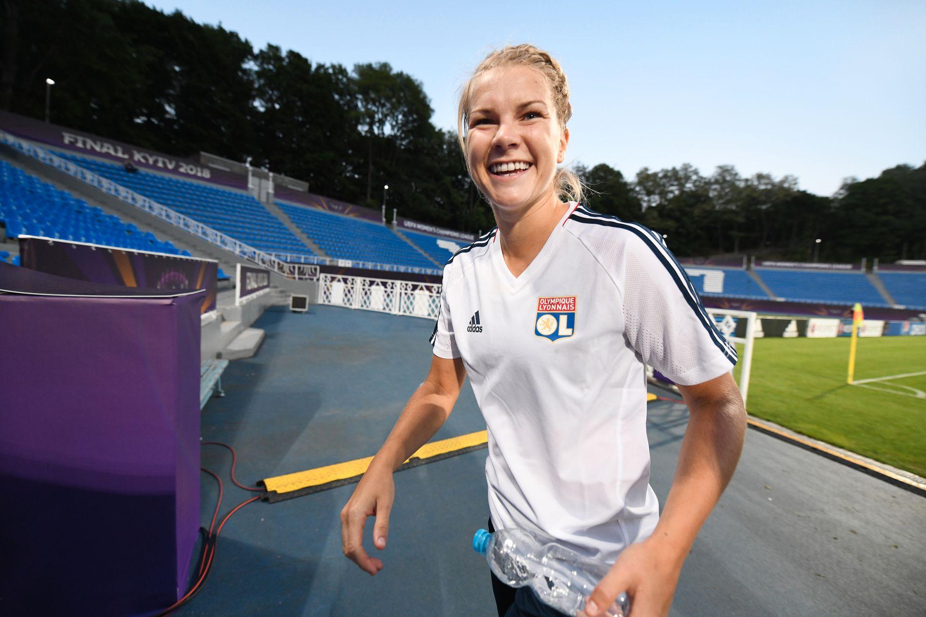 FANT LYKKEN: Det er ikke bare på fotballbanen at Ada Hegerberg har scoret. Nå er hun forlovet med Lech Poznan-spilleren Thomas Rogne.