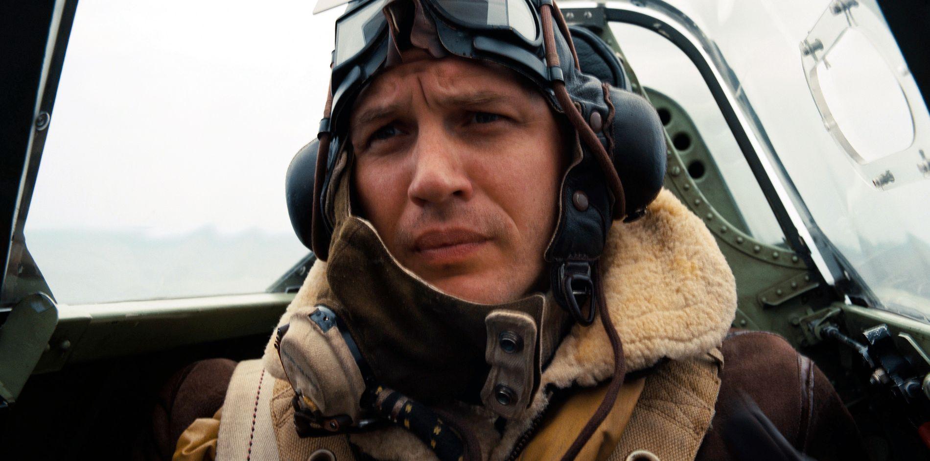 """INTENST: Tom Hardy i en scene fra """"Dunkirk"""". VGs anmelder kaller filmen et instenst styke krigsfilm. Foto: WARNER BROS VIA AP"""
