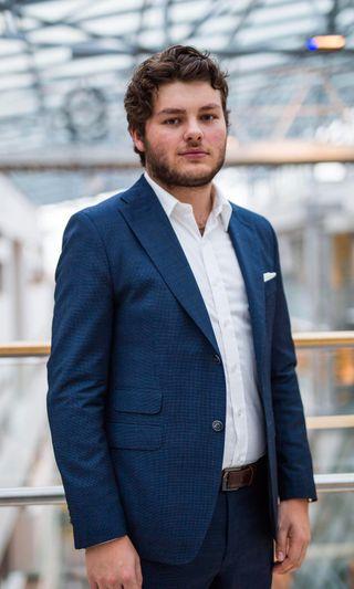 Jonas Økland ved Handelshøyskolen BI presiserer at fadderuka ikke bare handler om fyll.