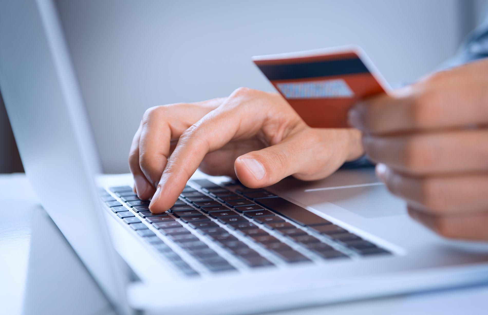 ØKER I OMFANG: Også landets to største banker bekrefter nå at de har kunder som er rammet av sikkerhetsbruddet hos betalingen i en populær nettbutikk.