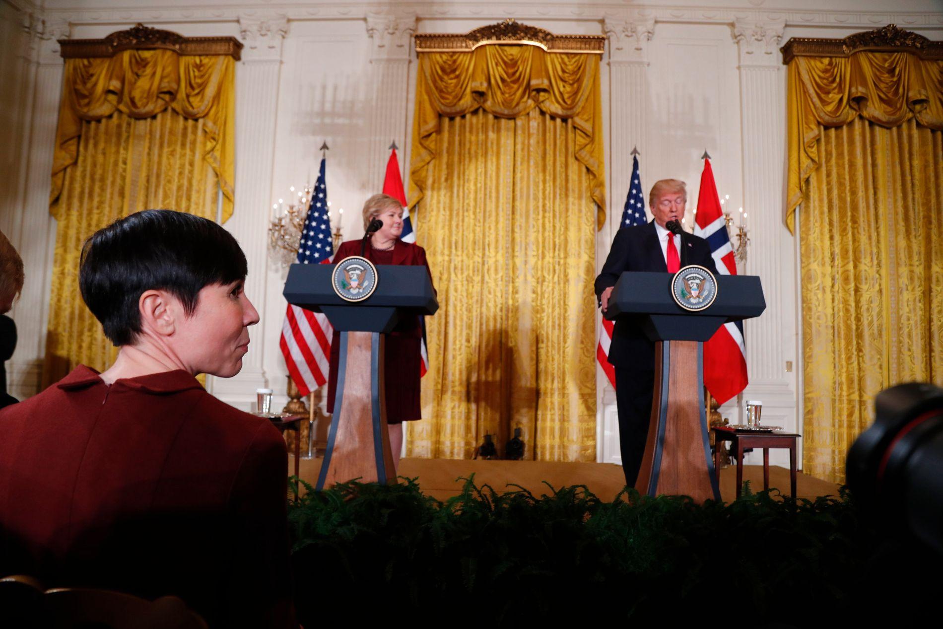 FEIL RETNING: Statsminister Erna Solberg og utenriksminister Ine Eriksen Søreide fikk en varm mottagelse hos USAs president Donald Trump 10. januar. Nå viser det seg at Norge beveger seg fort fra Trumps krav om at NATO-landene må nærme seg to-prosent målet.