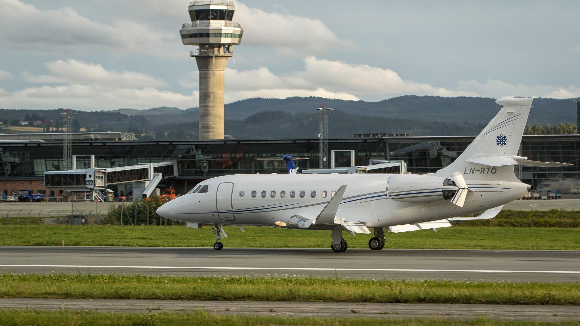 PÅ VÆRNES: Reitan-familiens privatfly.