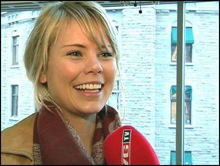 STOLT VINNER: Kamilla Alnes (18) snakker om modellseieren på VGTV. Foto: Marit Stensby/VGTV