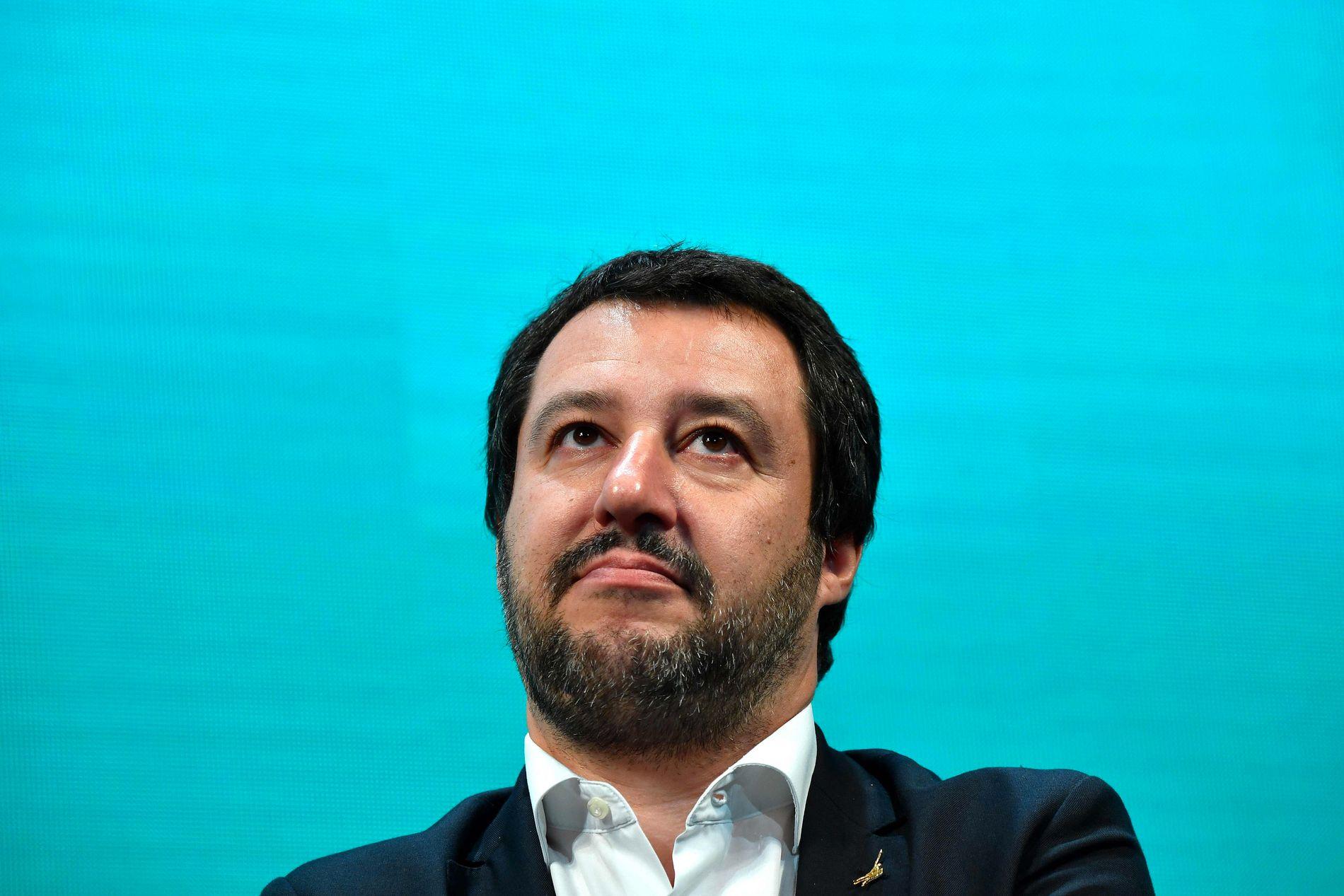 KLAR BESKJED: Italias innenriksminister Matteo Salvini uttalte på Facebook at de to migrantskipene « får finne seg noen andre ikke-italienske havner å dra til».