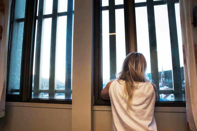 8a70260b 4 av 10 kvinner soner med menn: Flere opplever seksuell trakassering i  fengselet