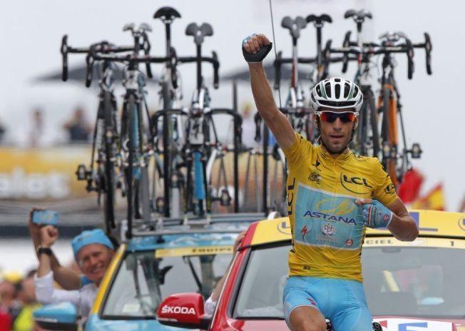 VANT. IGJEN: Her triller Vincenzo Nibali først over målstreken i Tour de France for fjerde gang i årets ritt.