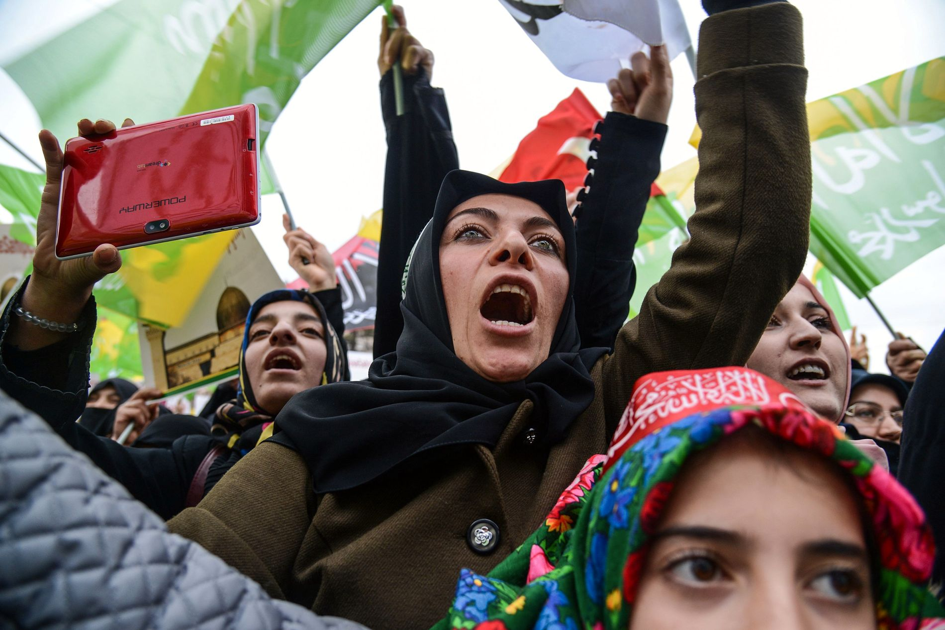 Pro-palestinske demonstranter protesterer søndag 17. desember mot president Trumps avgjørelse om å anerkjenne Jerusalem som Israels hovedstad.