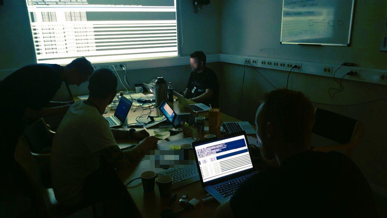 DIGITALE SPOR: I tre måneder jaktet etterforskerne de digitale sporene etter bedragerne over hele verden. Dette bildet er fra operativ fase fra en annen etterforskning ved Datakrimenheten.
