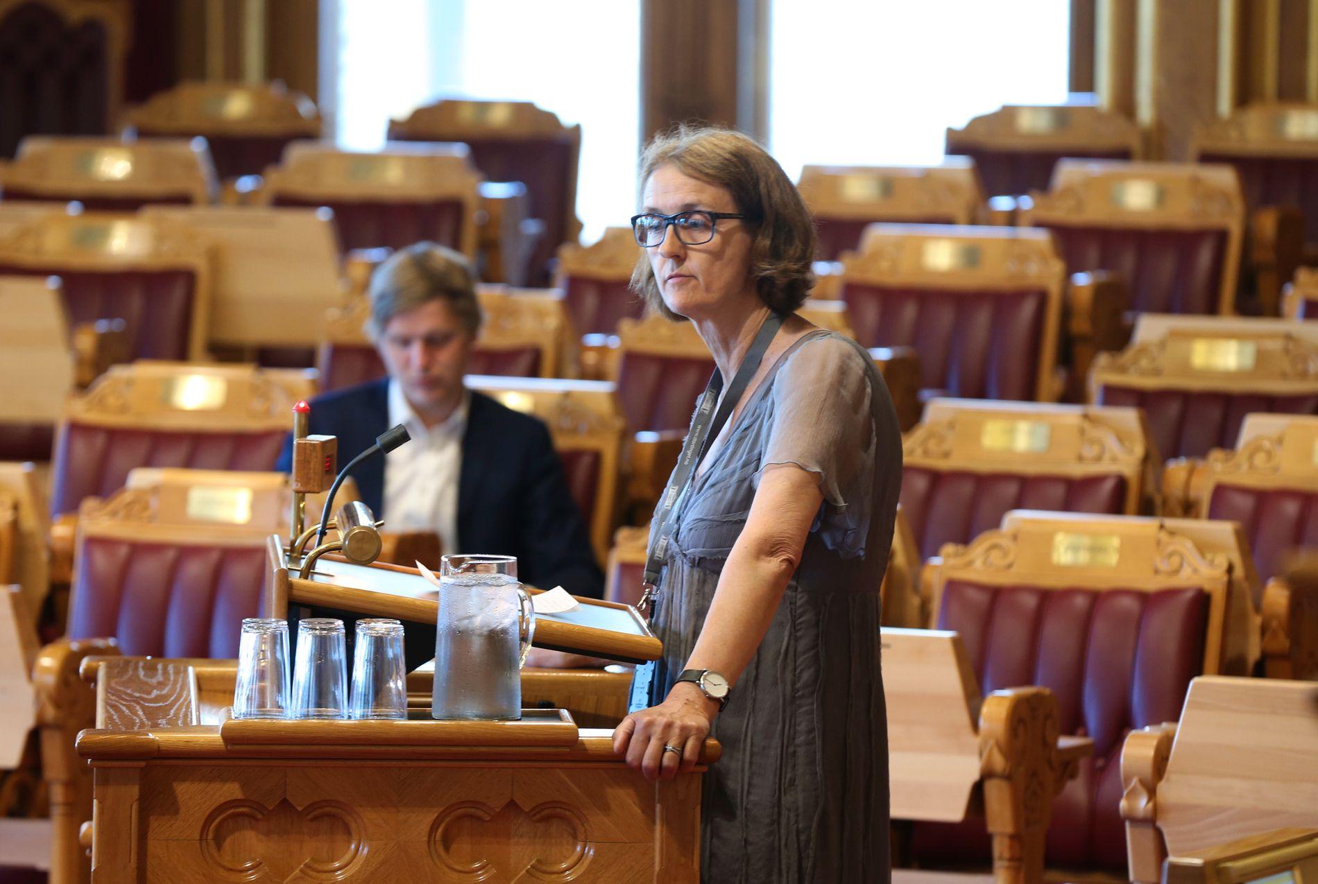SPILL: Kari Henriksen (Ap) svarer FpU om straffenivået.