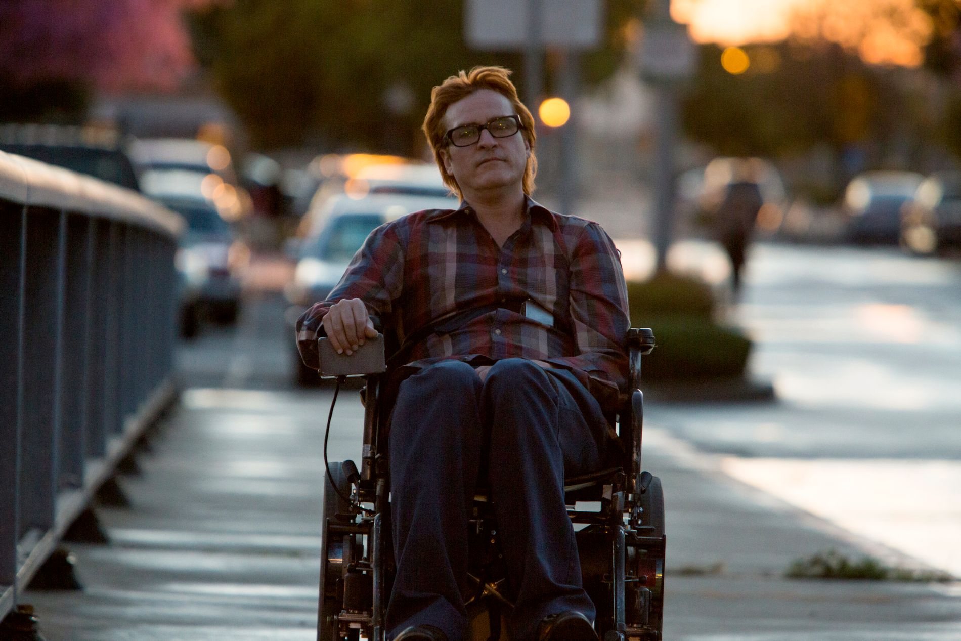 RULLESTOLRÅKJØRER: Joaquin Phoenix i «Don't Worry, He Won't Get Far On Foot».