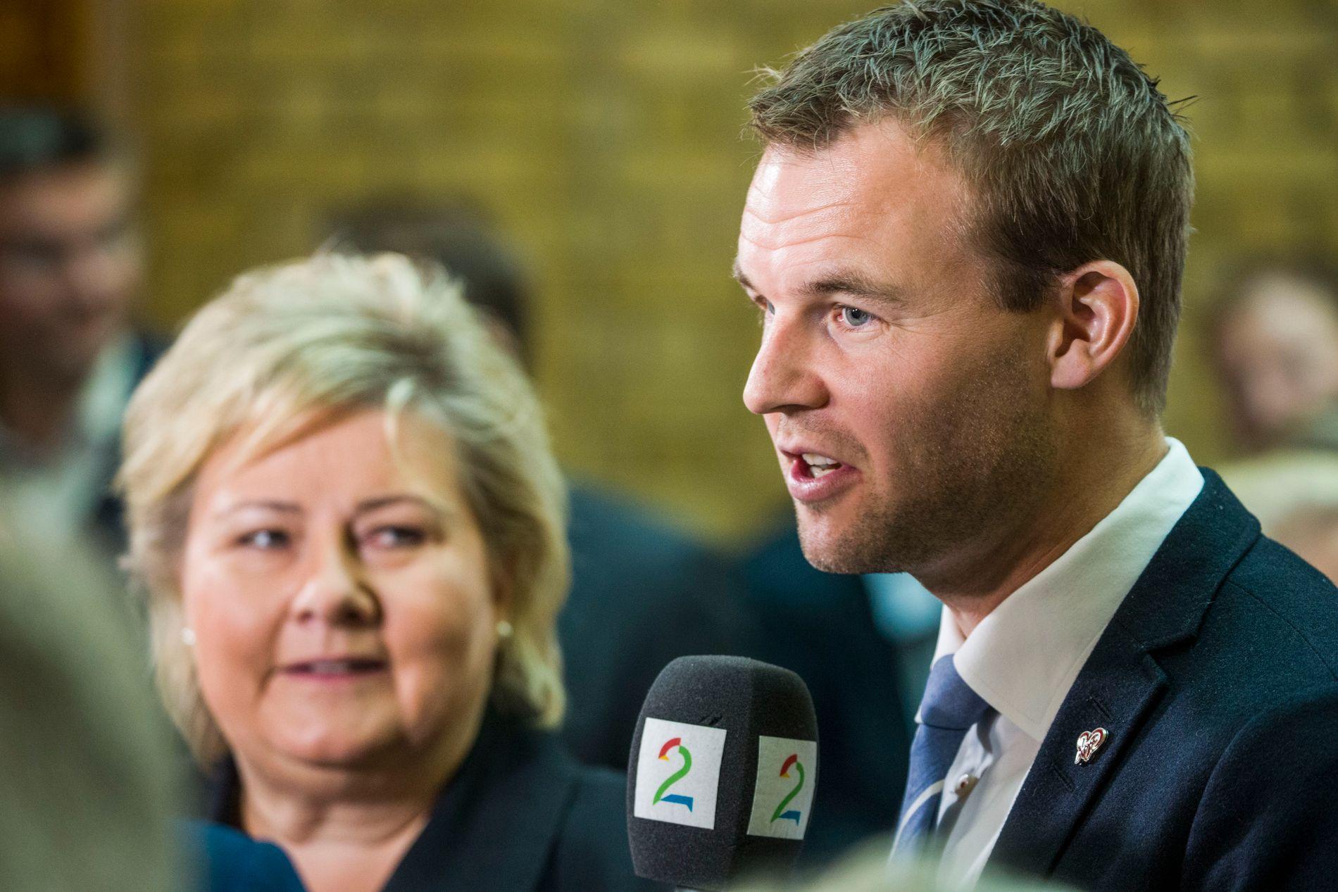 VIL FORHANDLE MED KRF: Erna Solberg og KrFs nestleder Kjell Ingolf Ropstad skal frem mot jul forhandle om en grønnblåblågul regjering. Abort er en av de viktige sakene.