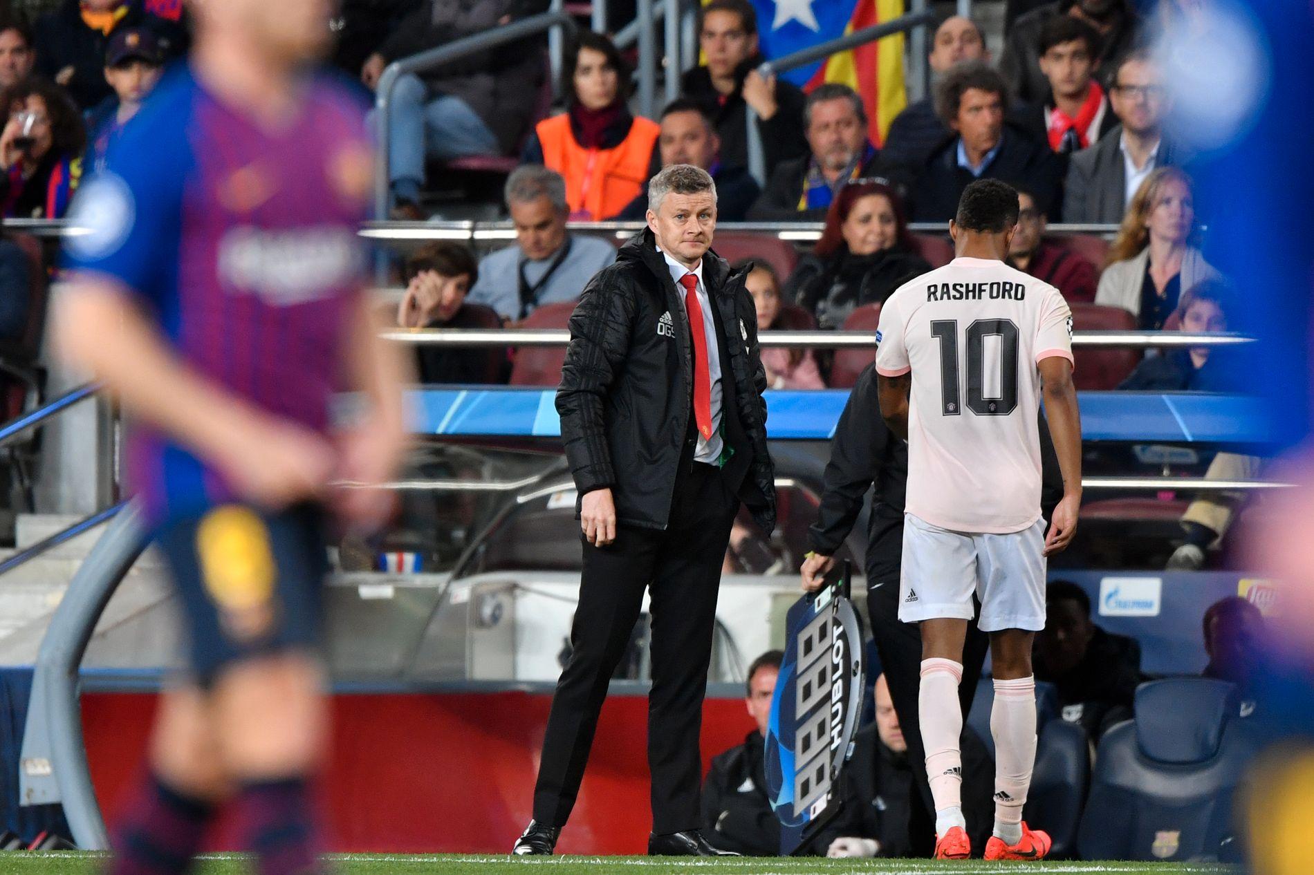 TUNGT: Ole Gunnar Solskjær måtte se sine menn bli spilt ut av Lionel Messi og Barcelona på Camp Nou tirsdag. Til høyre Marcus Rashford som hadde et skudd i stolpen etter bare noen minutter.