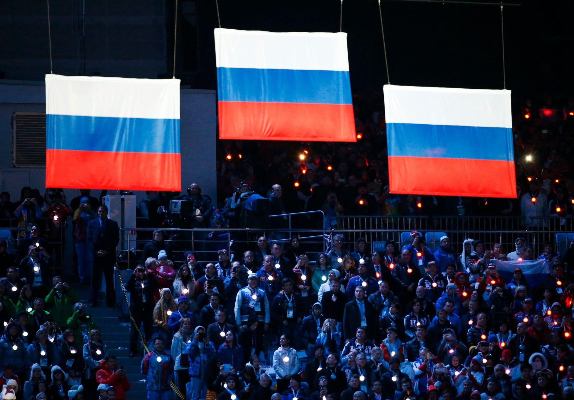 SKANDALE: Sotsji-OL har blitt en skandale for russerne etter avsløringene de siste årene. Her fra medaljeseremonien på 50 km langrenn, der Russland opprinnelig tok alle tre medaljene.