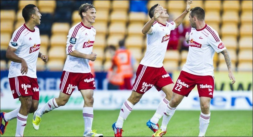 SCORET: Zlatko Tripic jubler etter å ha scoret det første målet til FFK mot Lillestrøm. Foto: Vegard Grøtt, NTB Scanpix