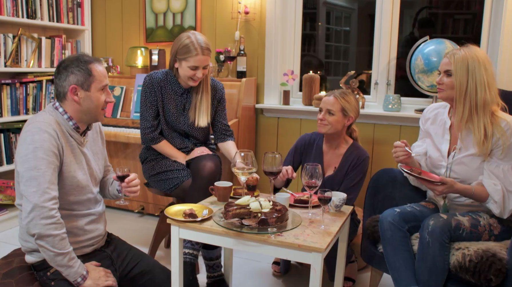 MIDDAGSSELSKAP: Harald Rønneberg, Silje Nordnes, Solveig Kloppen og Mia Gundersen hjemme hos Kloppen.