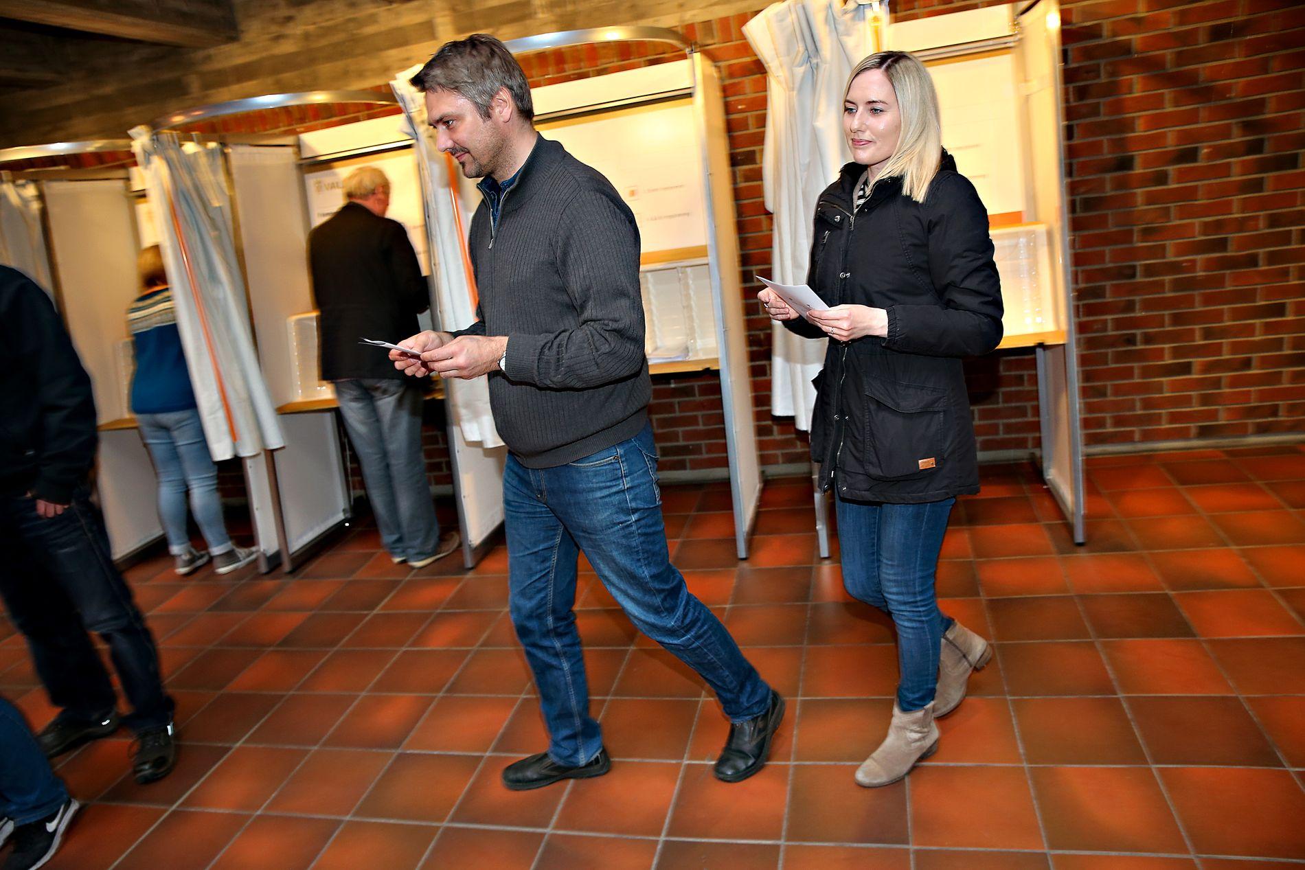 BRUKER STEMMERETTEN: Hans Ingvar Romsloe og Kristine Kollenes bor begge i Stord kommune. De stemte ja til sammenslåing med Fitjar.