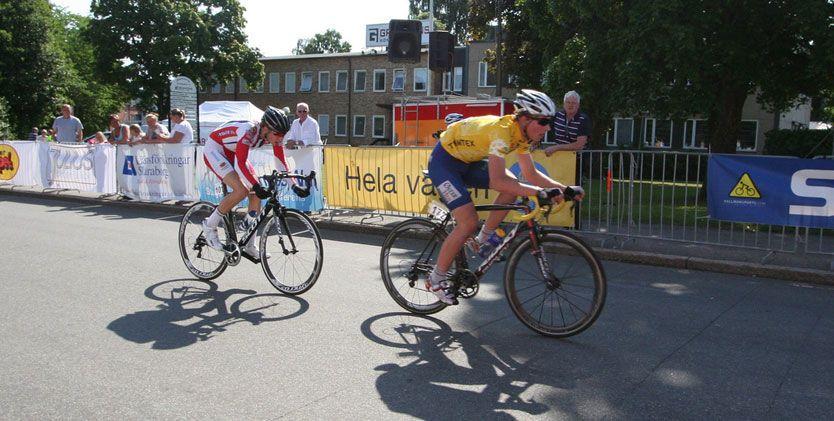 TALENT: Erlend Blikra tok gull i ungdoms-OL. Her i gul trøye under et ritt tidligere i sesongen. Foto: stavangersk.no