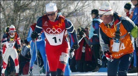 OL-GULL: Anders Aukland gikk førsteetappen for Norge da det ble gull på stafetten under OL i Salt Lake City. Aukland har nå blant annet blitt konfrontert med en blodverdi fra OL 2002. Foto: Scanpix