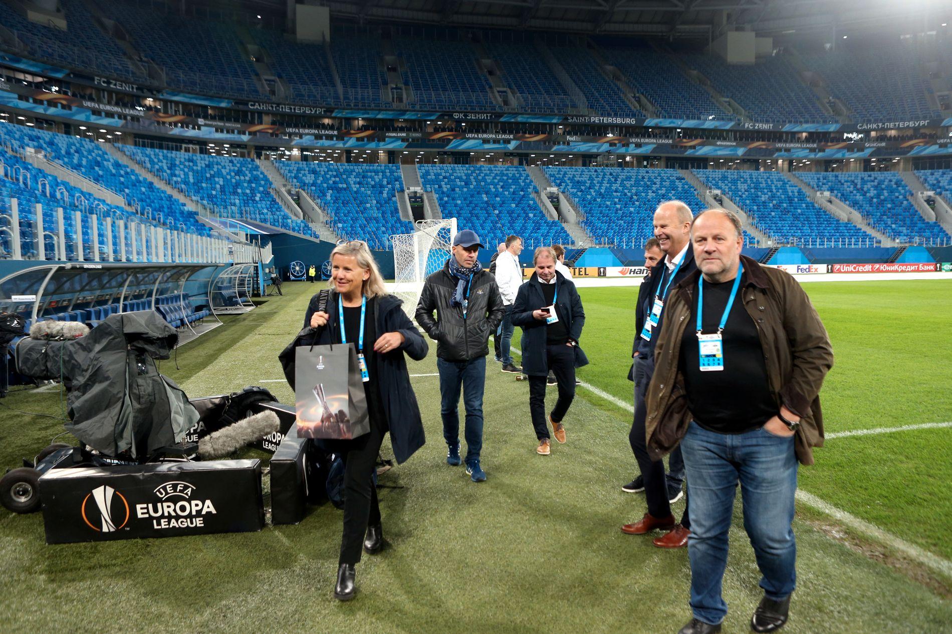HOLDER RAPPORT HEMMELIG: Rosenborgs styreleder Ivar Koteng (t.h.) og direktør Tove Moe Dyrhaug (t.v.) på Zenit Arena i St. Petersburg i 2017.