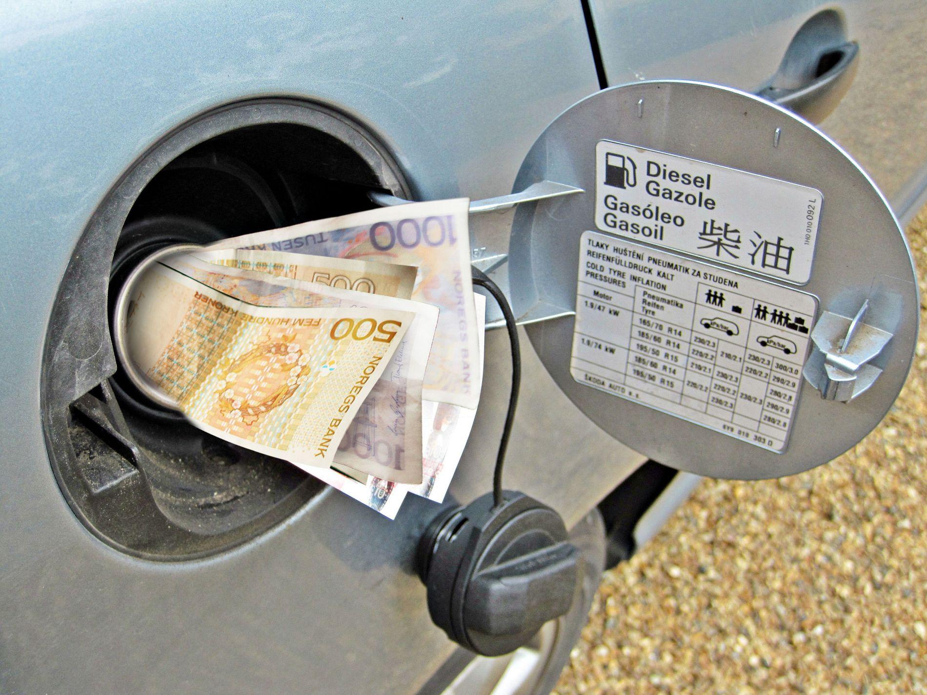 Pengesluk: Drivstoff på tanken koster. Sørg for å få med deg de beste rabattene.