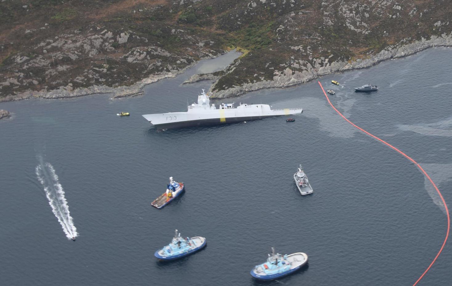 DYR ULYKKE: I tillegg til prisen på reparasjon, heving og skipet i seg selv, kommer nå millionkrav fra både kommune og Kystverket.