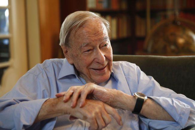 ENGASJERT: Erik Sture Larsen regnet seg selv som en oppegående person i en alder av 100, og fortalte til VG tidligere i år at han var glad for at regjeringen arbeider for å heve aldersgrensen i arbeidsmiljøloven fra dagens 70 år.