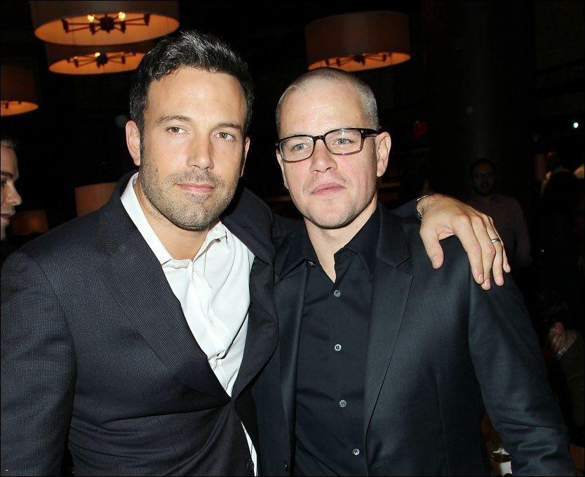 KOMPISER: Ben Affleck (t.v) og Matt Damon har kjent hverandre i mange år. Her er de under premieren av «Argo» i 2012. Foto: AP