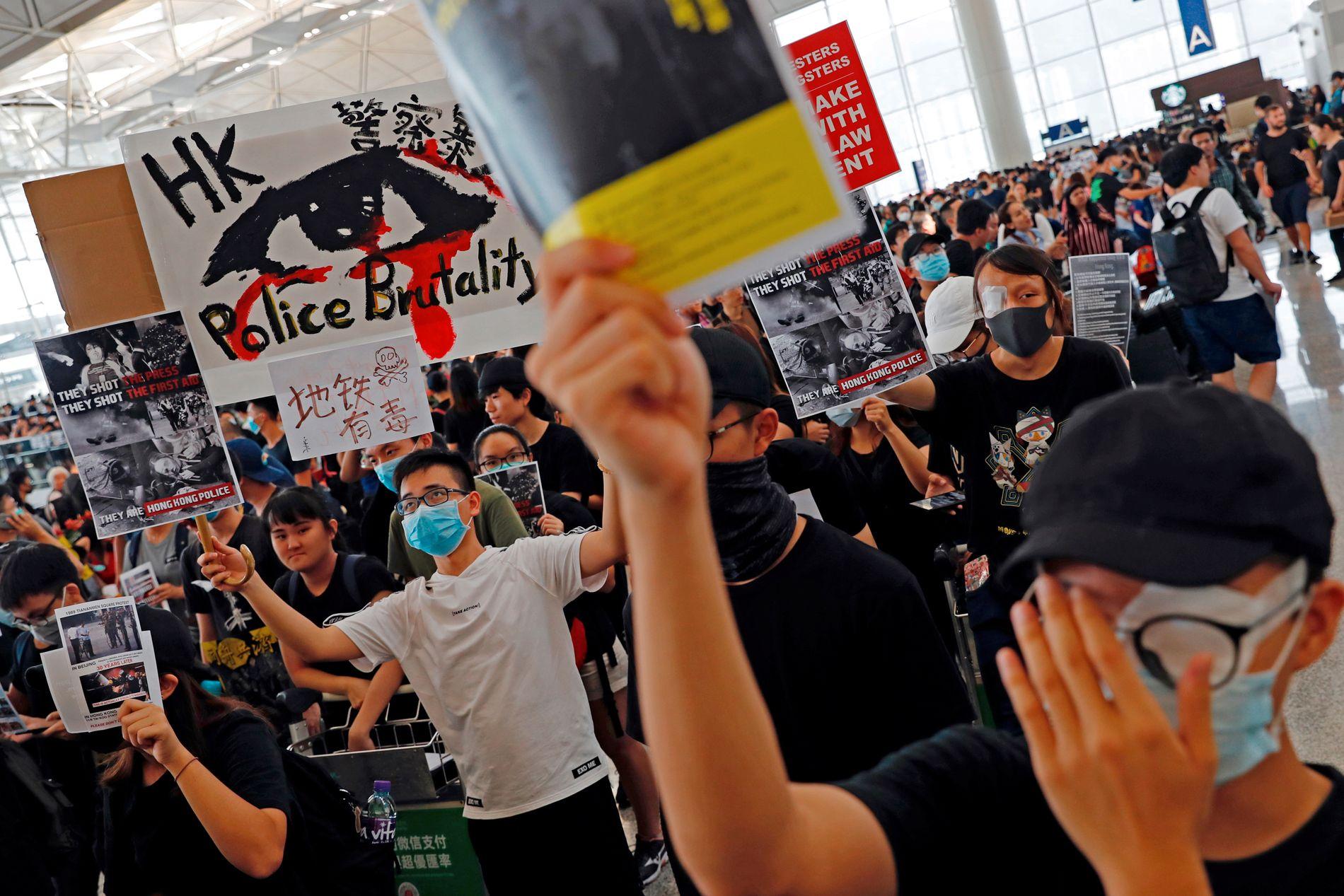 – TERRORISTER: Beijings talsmann for regjeringens Hongkong-kontor, Yang Guang, antyder at demonstranter i Hongkong kan anses som terrorister.