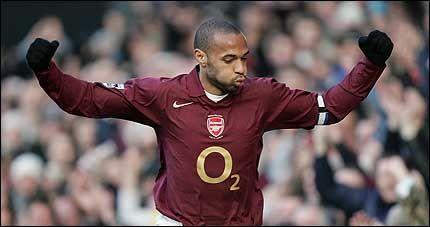 STORSPILTE: Thierry Henry scoret to mål og var i en egen klasse mot Fulham lørdag. Foto: Reuters