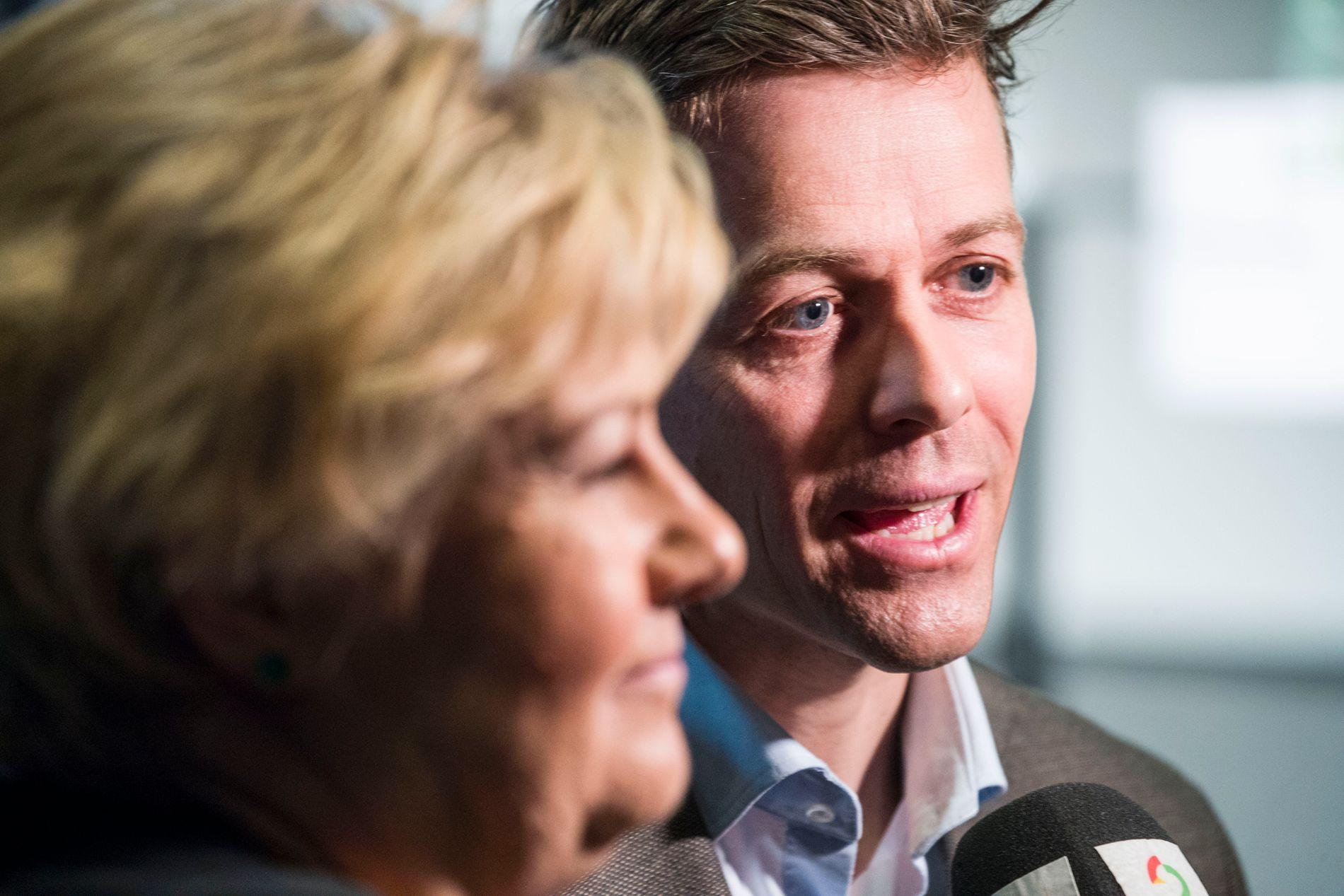 SKATTESVAR: KrF mener at statsminister Erna Solberg bør avklare sin modell for å hindre nullskatteytere. Her er hun sammen med KrF-leder Knut Arild Hareide tidligere i år.