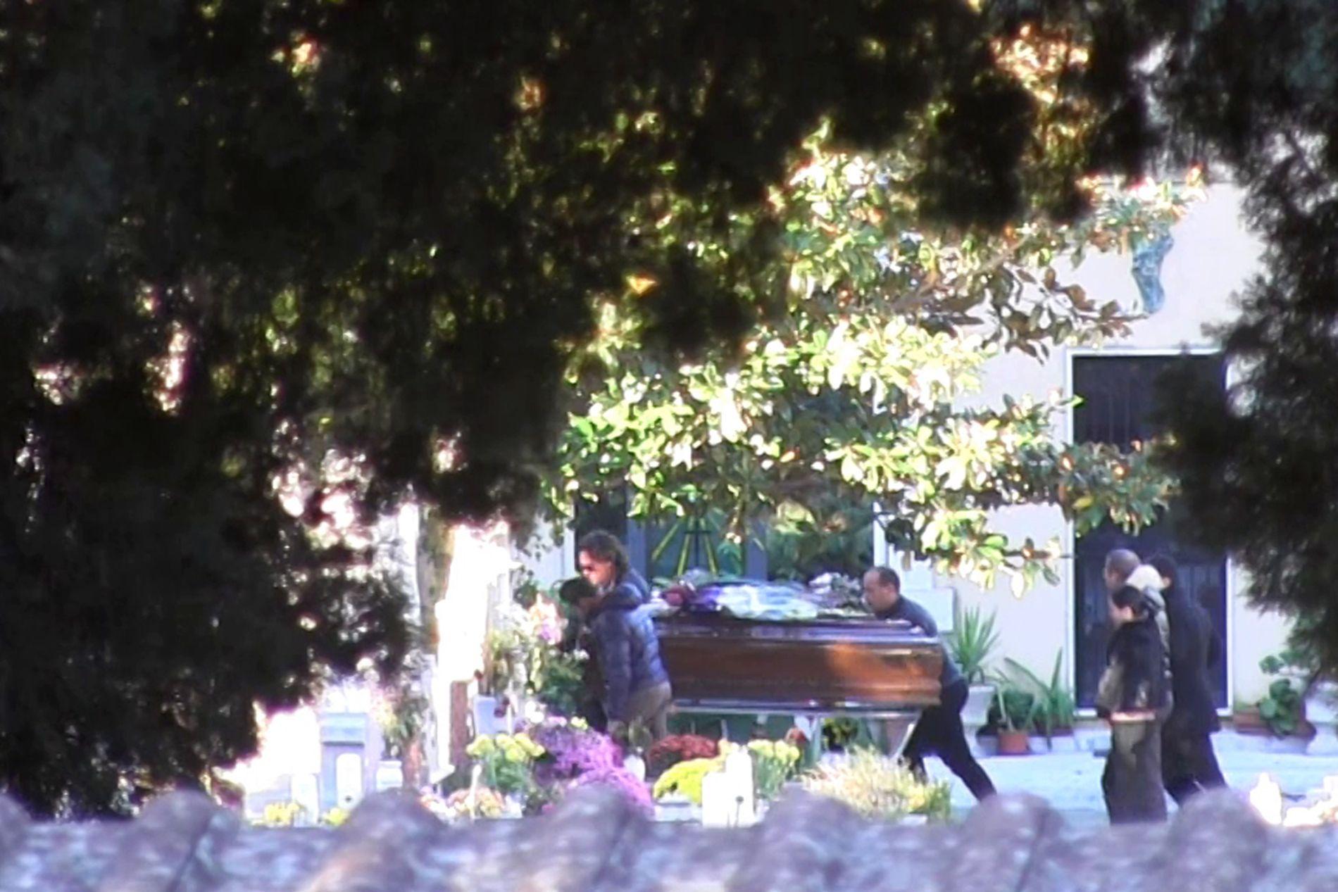 SISTE REIS: Mafiabossen Totò Riina ble gravlagt ved en privat seremoni på kirkegården i hjembyen Corleone etter at kirken nektet ham og familien en offentlig begravelse.