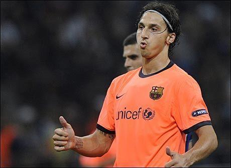 PEPET UT: Zlatan Ibrahimovic måtte tåle pipekonsert fra Inter-fansen da han var tilbake i Milano med sin nye klubb Barcelona. Foto: EPA