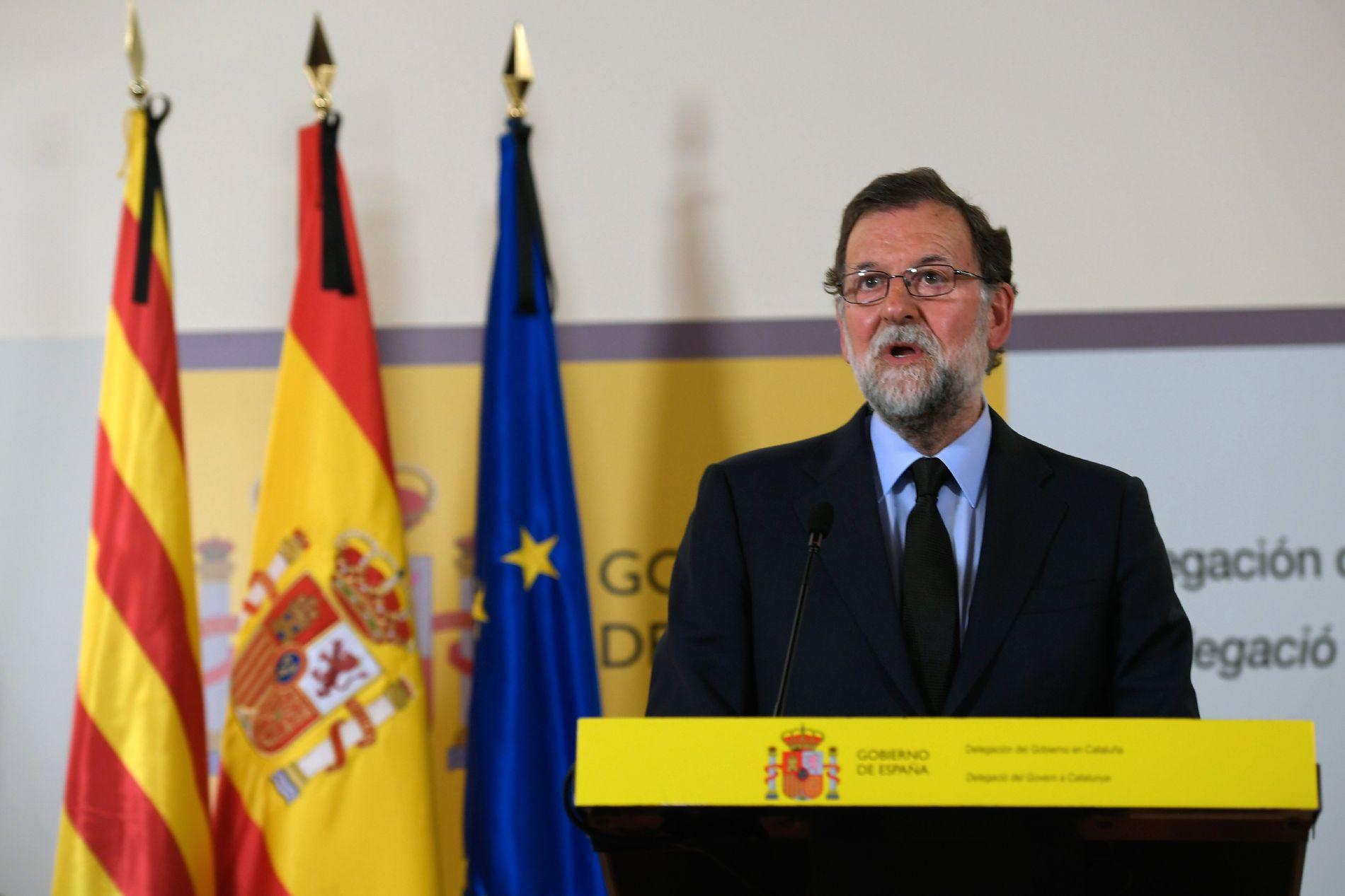MANET TIL KAMP: Statsminister Mariano Rajoy talte til pressen i kveld, hvor han la vekt på å vise solidaritet og støtte til ofrene.