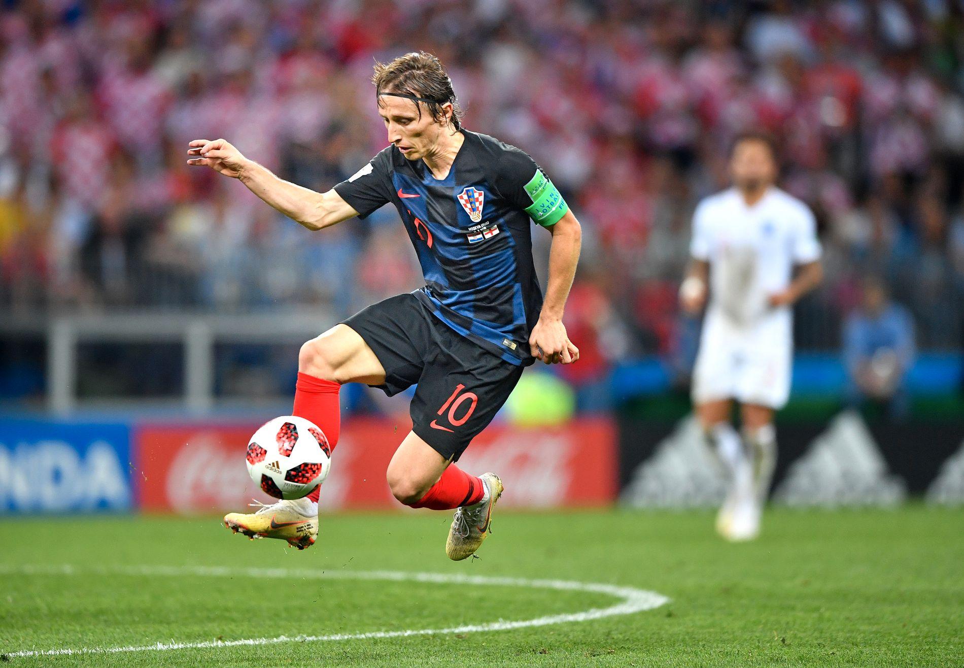 BALLKUNSTNER: Luka Modric har kanskje vært VMs beste spiller. Her i aksjon i semifinalen mot England.