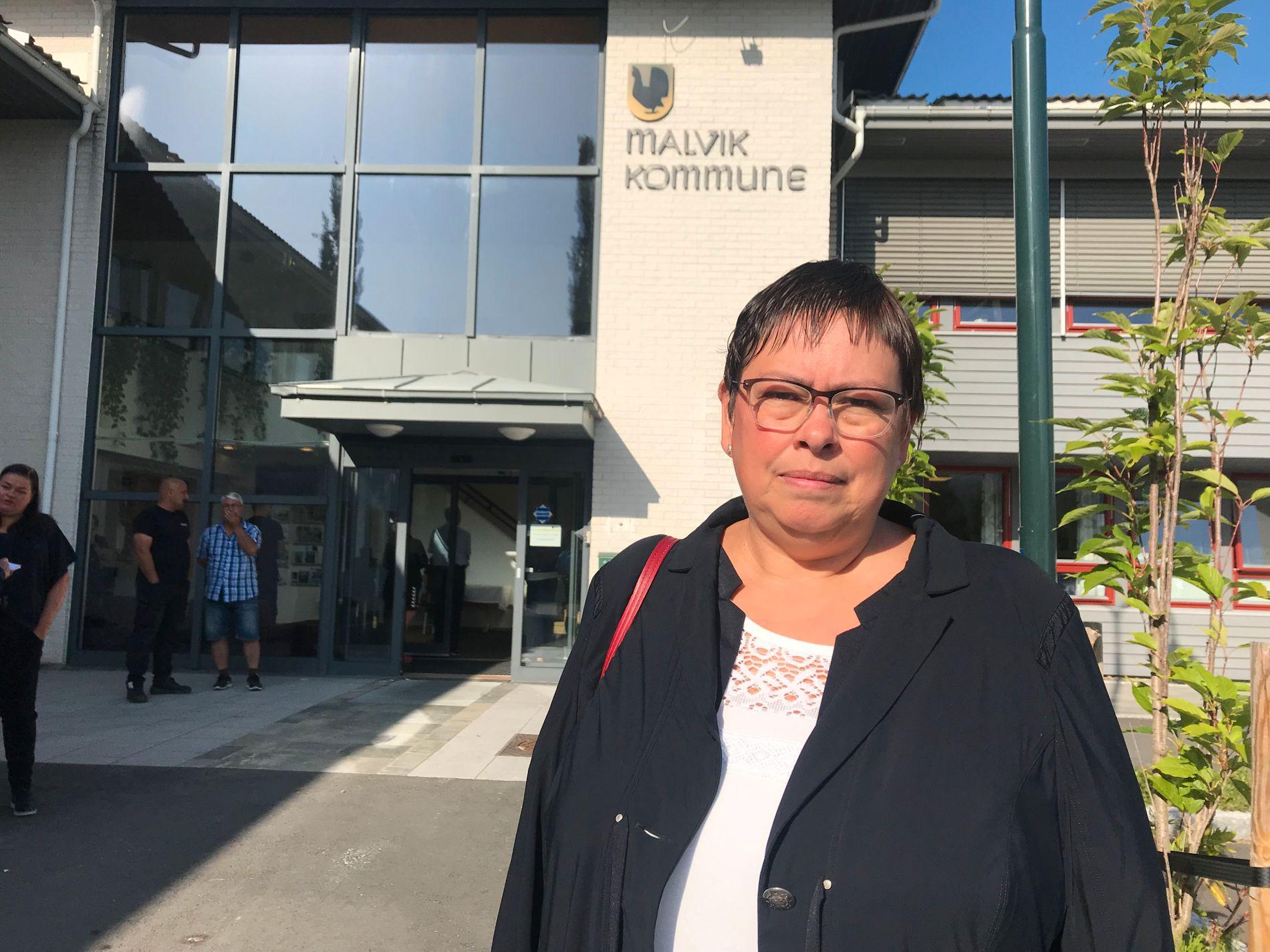 SAVNER INGRID: Trondheim-ordfører Rita Ottervik på vei ut fra Malvik rådhus etter å ha deltatt på samlingen etter Malvik-ordfører Ingrid Aunes dødsfall.