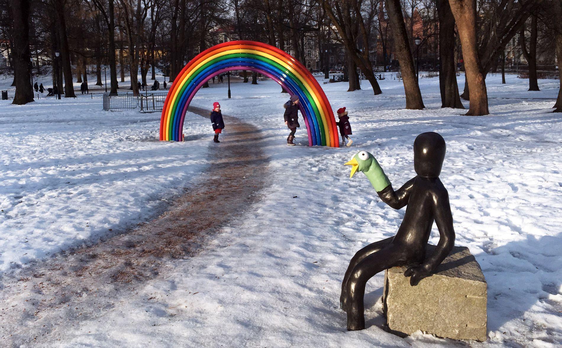 SKULPTURPARKEN: Prinsesse Ingrid Alexandra og dronning Sonja skal guide de britiske gjestene i skulpturparken.