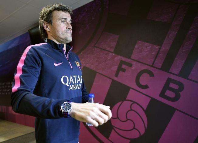 HAR GJORT BARCA «ENRIQT»: Barcelona-trener Luis Enrique på vei til pressekonferanse tidligere i år. Før onsdagens møte med vennen Pep Guardiola og Bayern har det meste gått på skinner de siste månedene.