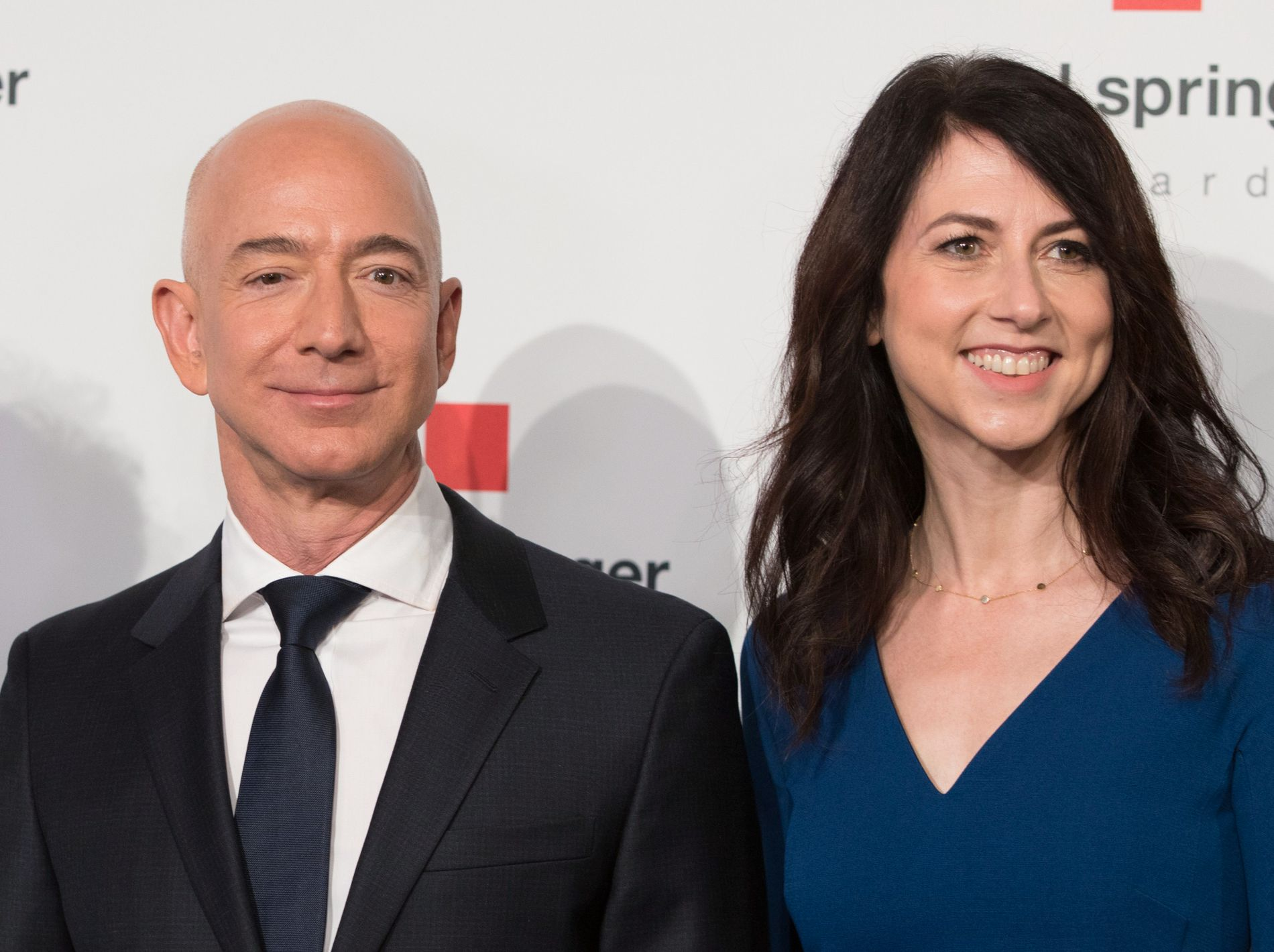 SLUTT: Jeff og Mackenzie Bezos.