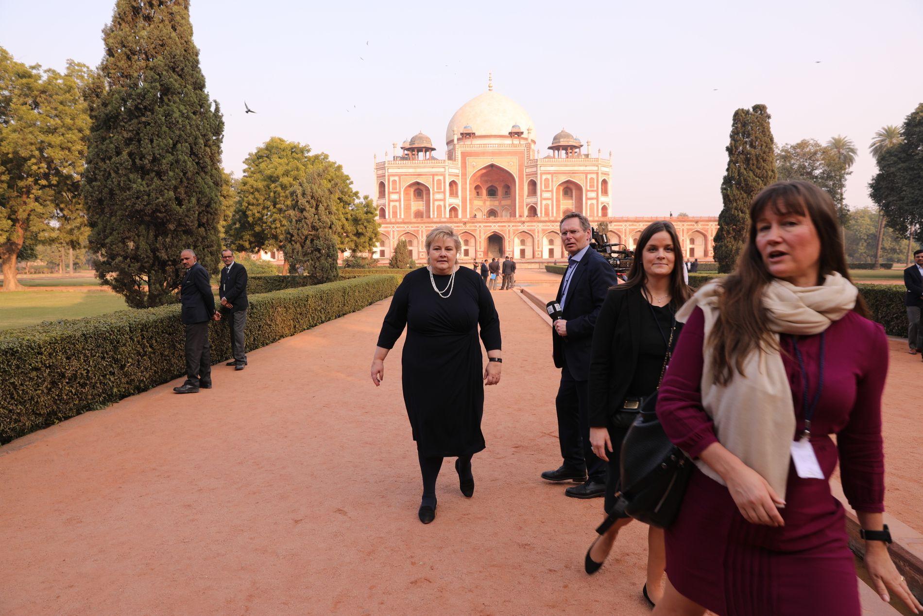 INDIA:  Statsminister Erna Solberg besøkte Humayuns Tomb i New Delhi tirsdag ettermiddag.