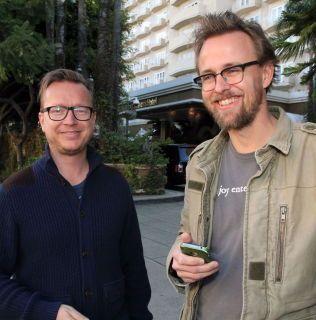 Espen Sandberg (t.v.) og Joachim Rønning ved eksklusive Four Seasons Hotel i Beverly Hills i forbindelse med Oscar-nominasjonen av «Kon-Tiki».
