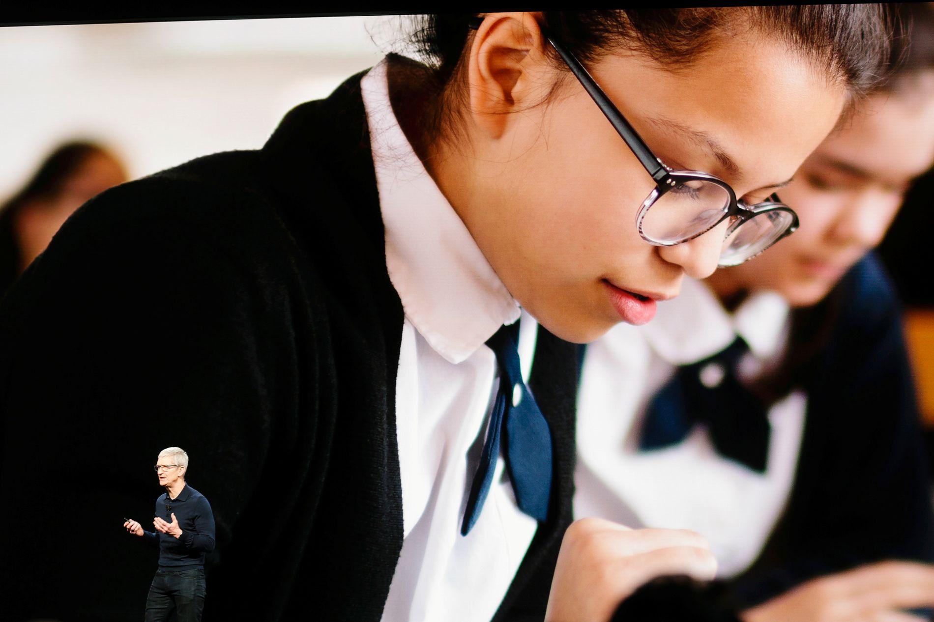 iOS12: Apple-sjef Tom Cook sier at Apple vil hjelpe foreldre med å få bedre kontroll på barnas mobilbruk gjennom en rekke nye funksjoner.